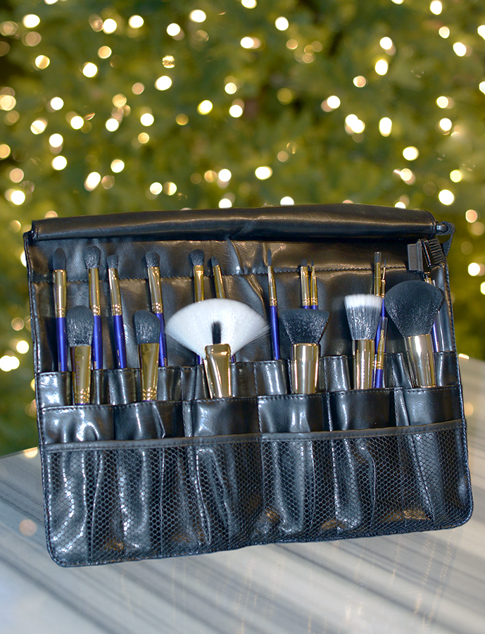Los Angeles Cruelty-Free Beauty Blogger, Emily Wolf Beauty shares the best cruelty-free holiday gift guide for the holiday season. Furless Must Have Professional Makeup Brush Set